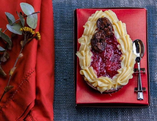 Brownie com ninho e geléia artesanal de frutas vermelhas